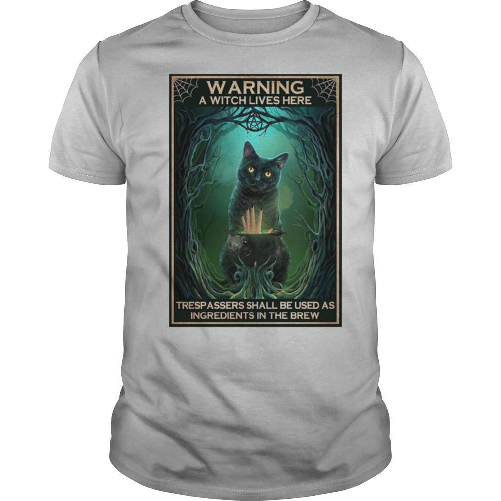 Black Cat warning a witch lives here Halloween shirt Classic Men's