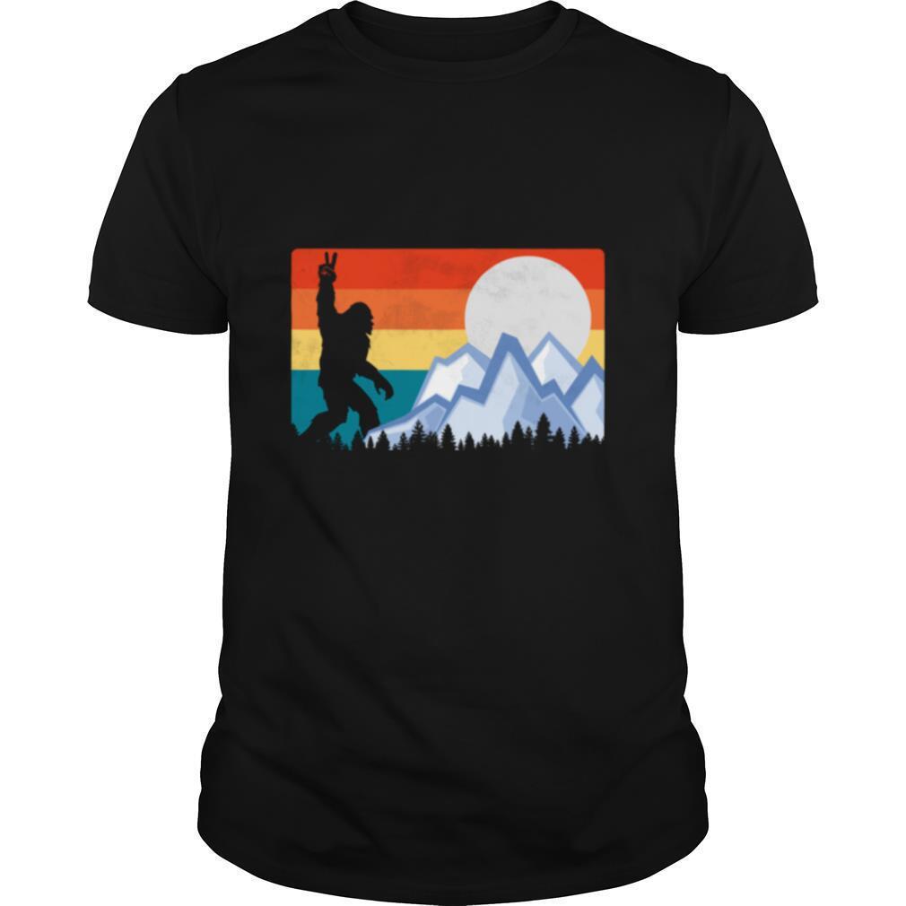 Vintage Bigfoot Sunset Hiking Outdoors Wilderness shirt Classic Men's