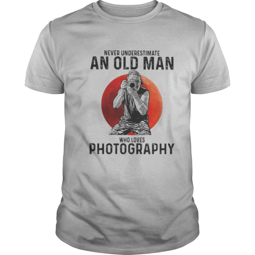 Never underestimate an old man who loves photography sunset shirt Classic Men's