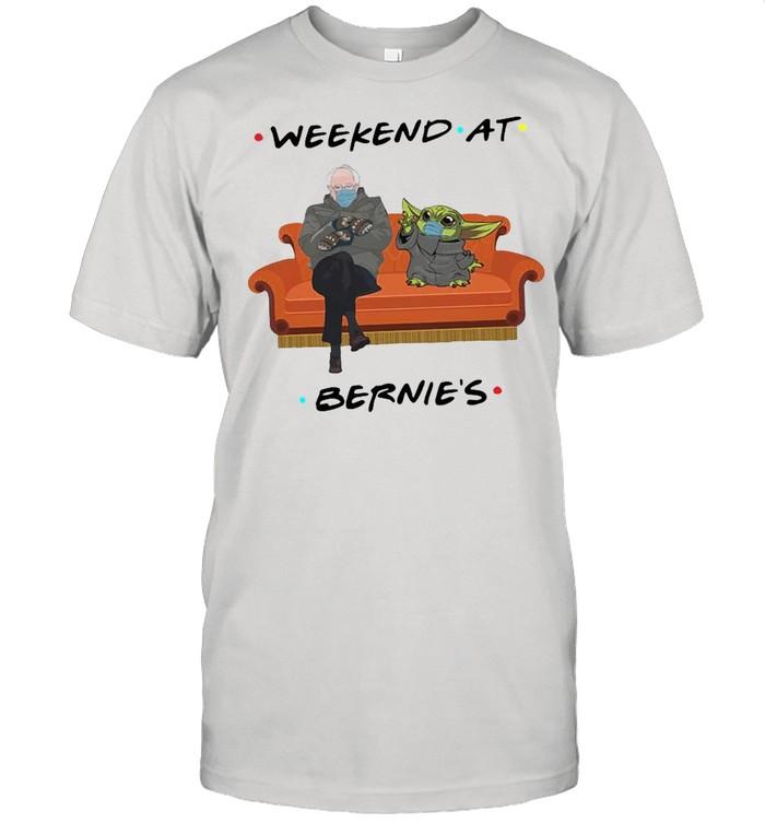 Bernie Sanders And Baby Yoda Weekend At Bernie's shirt Classic Men's T-shirt