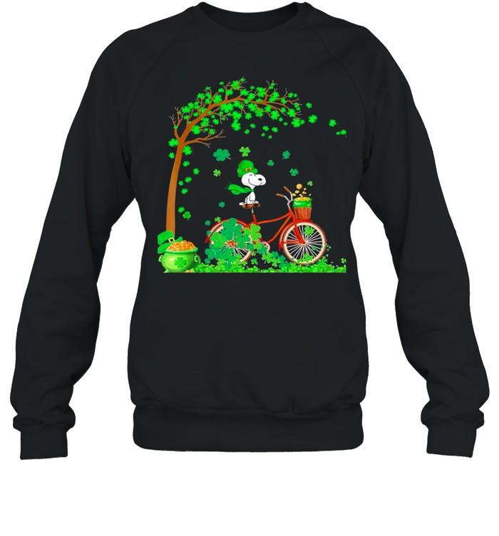 Bicycle Snoopy Patrick Tree Happy Patricks Day 2021 shirt Unisex Sweatshirt