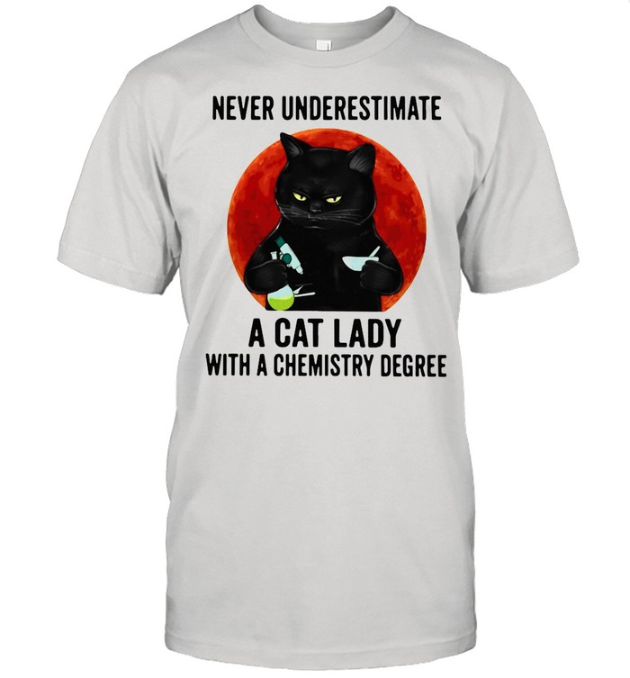 Black cat underestimate a cat lady with a chemistry degree shirt Classic Men's T-shirt