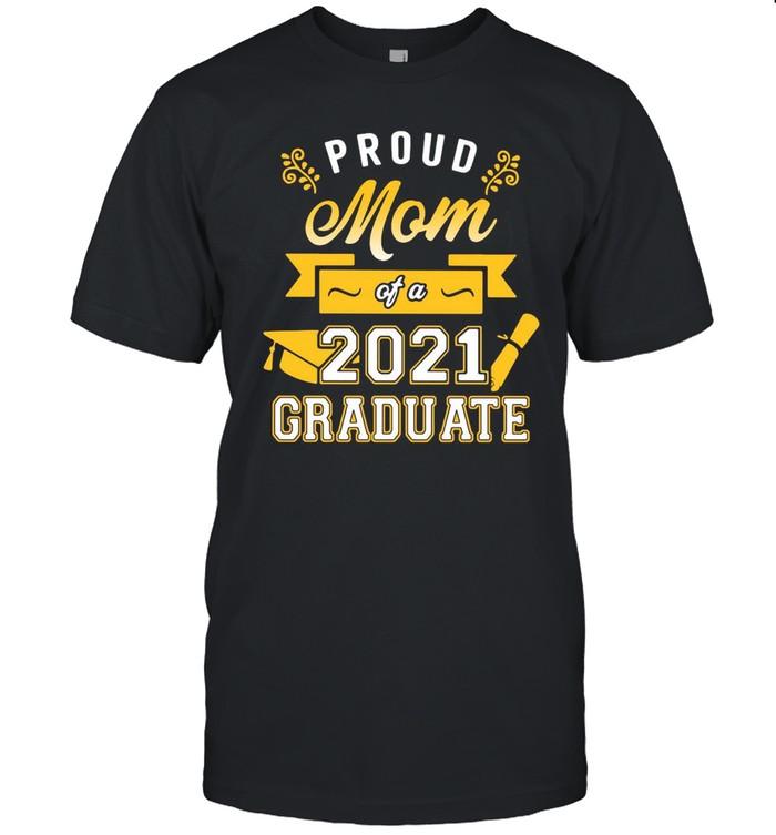 Proud Mom Of A 2021 Graduate Gold T-shirt Classic Men's T-shirt