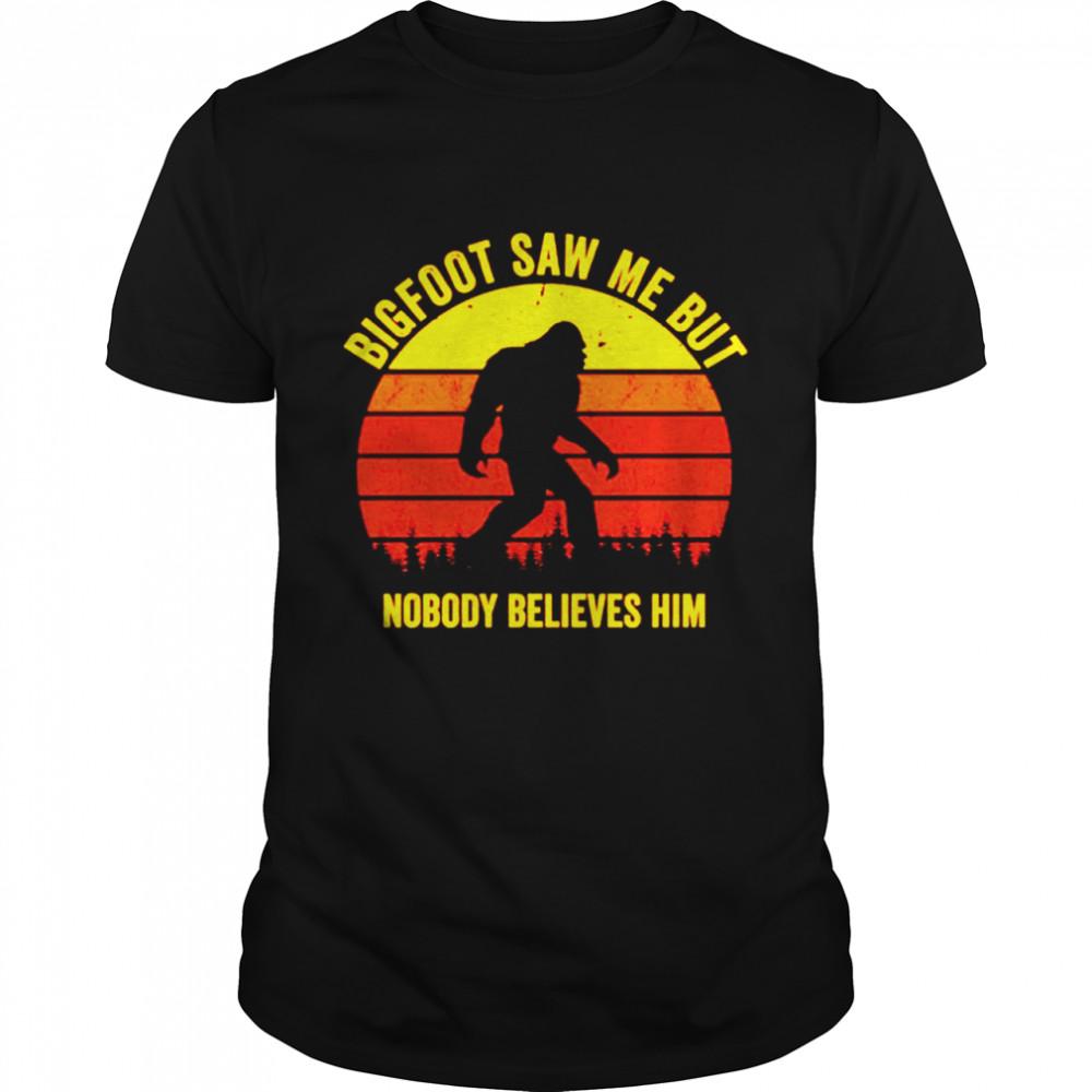 Bigfoot saw me but nobody believes him vintage shirt Classic Men's T-shirt