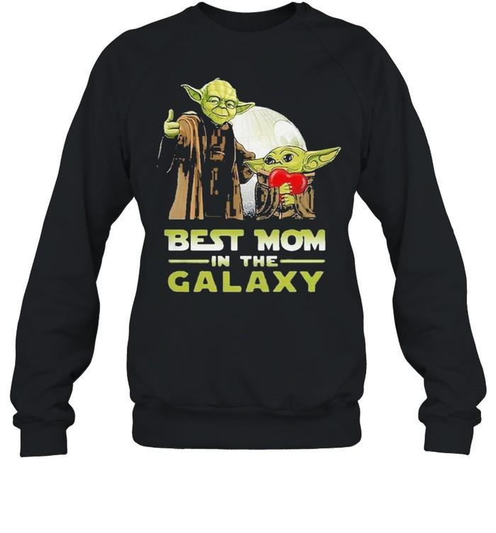 Nice master Yoda and baby Yoda best mom in the galaxy Star wars shirt Unisex Sweatshirt