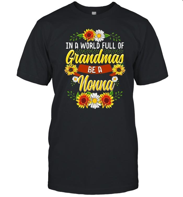 Sunflower In A World Full Of Grandmas Be A Nonna T-shirt Classic Men's T-shirt