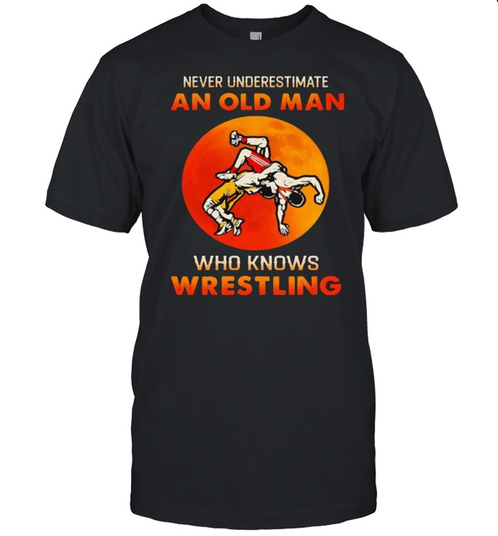 Never underestimate an old man who knows wrestling blood moon shirt Classic Men's T-shirt