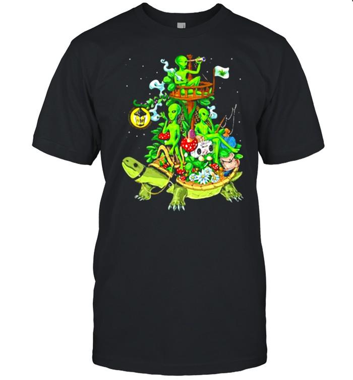 Alien Riding Turtle smoking shirt Classic Men's T-shirt